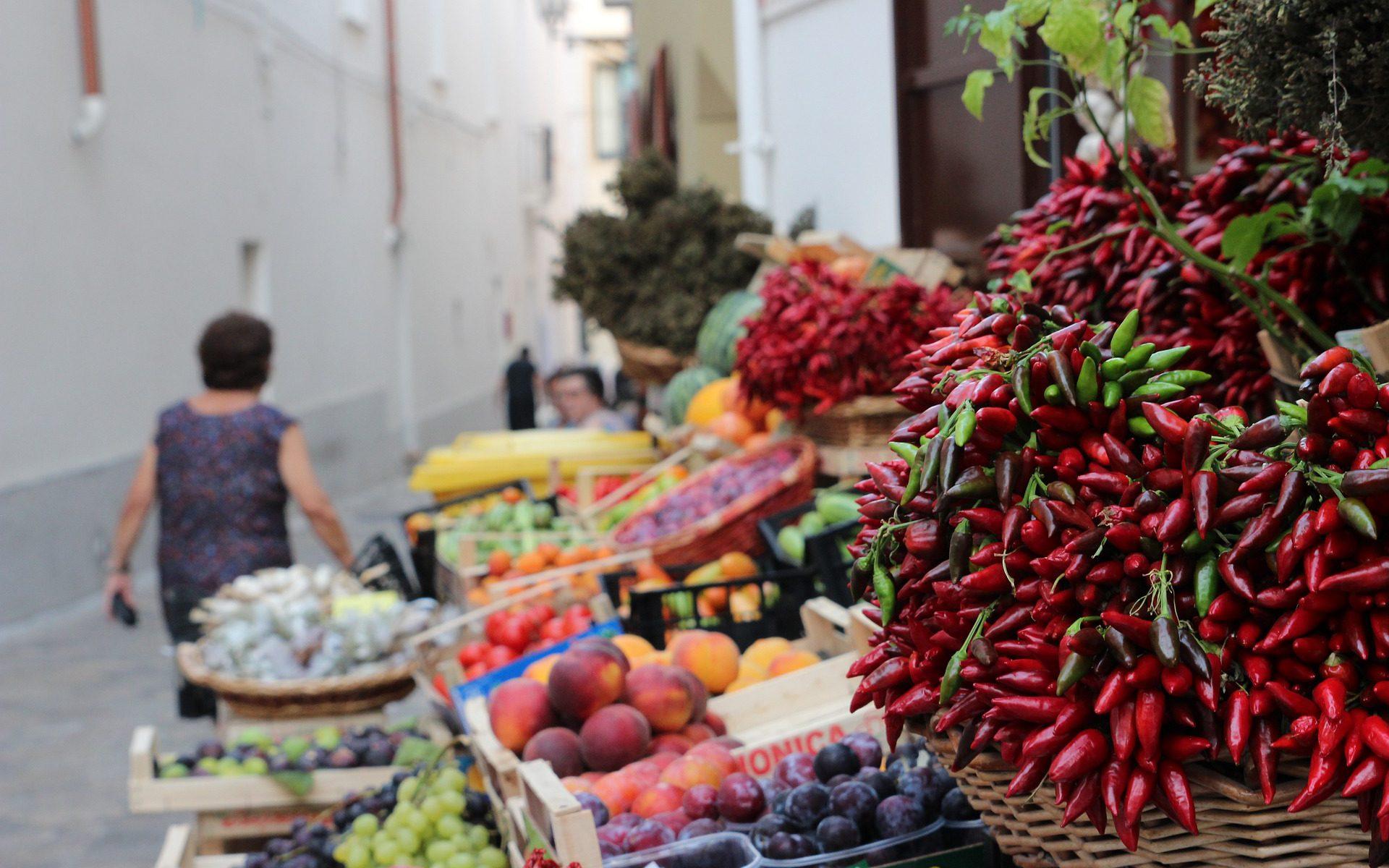 Innenstadt in Apulien mit Peperoni